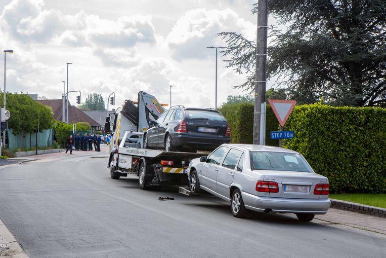 Verschillende voertuigen werden in beslag genomen.