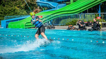 VIDEO. In Izegem wakeboarden ze... in het openluchtzwembad