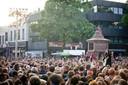 Joan Franka  was een van de artiesten die optrad in 2012, midden op de Oude Markt.  Editie: Alle