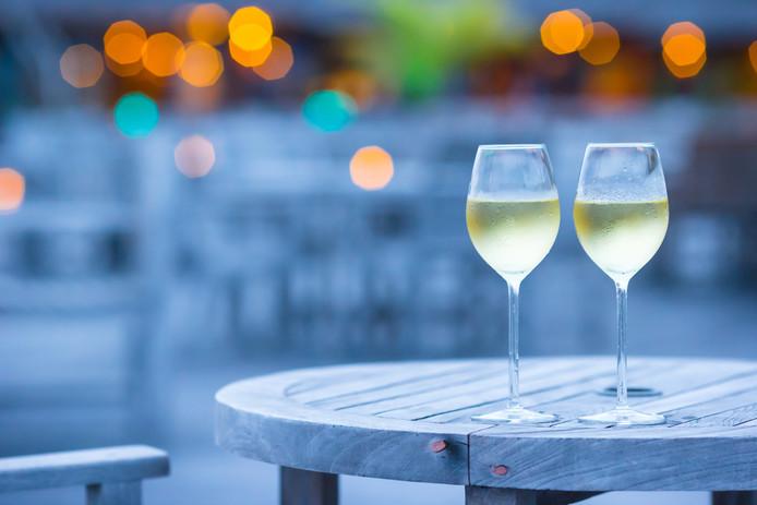 Wijn, terras, zomer, avond, glazen