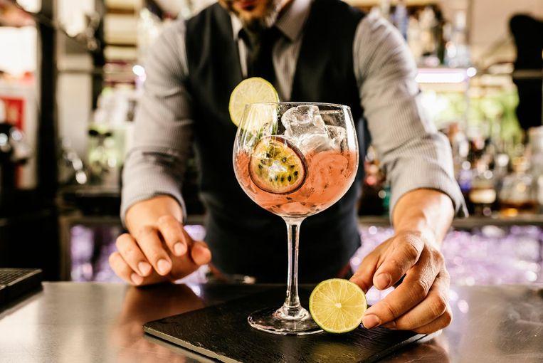 Daag de ober uit om een lekkere alcoholvrije cocktail te serveren.