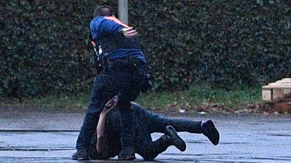 Inbreker ontsnapt tijdens transport naar ziekenhuis: politie houdt tweede klopjacht in enkele uren tijd