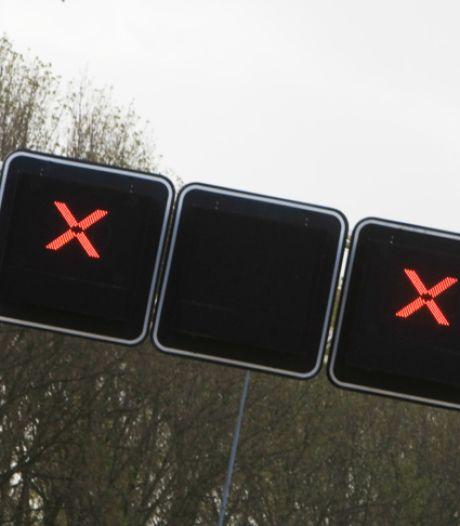 Ongeluk met auto en bestelbus op A59 Rosmalen