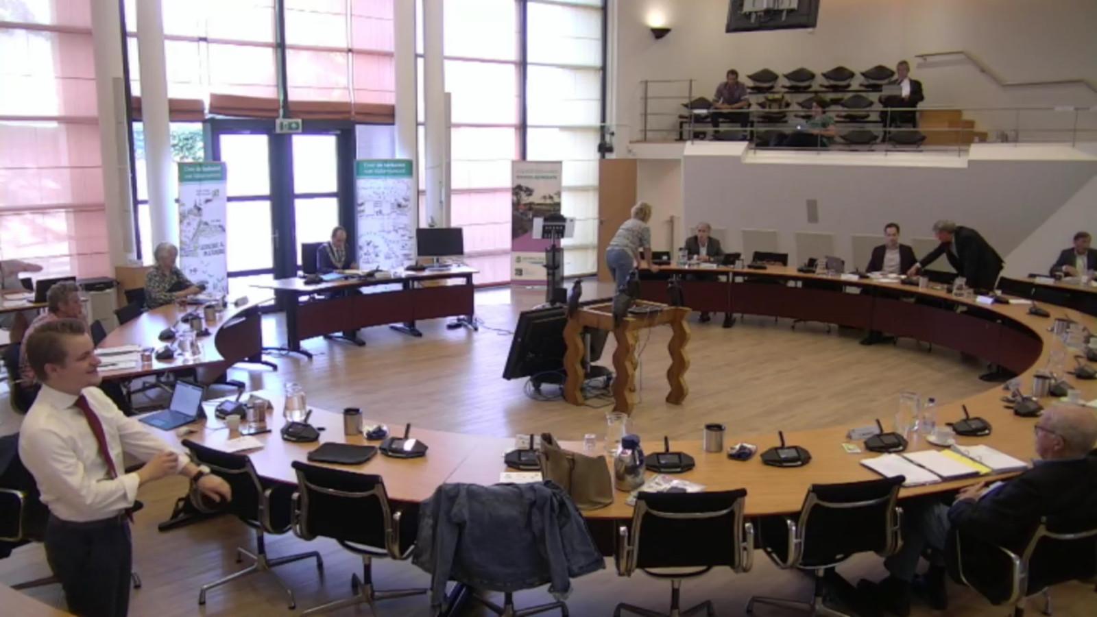 Beeld van de raadsvergadering in Valkenswaard van donderdag 28 mei 2020.
