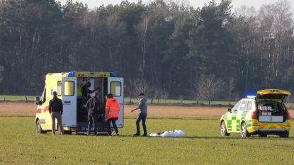 Parachutist zwaargewond nadat parachute én reserveparachute gelijktijdig open gaan