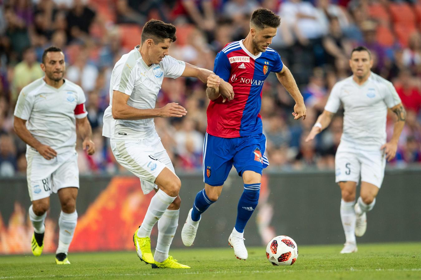 Ricky van Wolfswinkel in actie voor FC Basel.