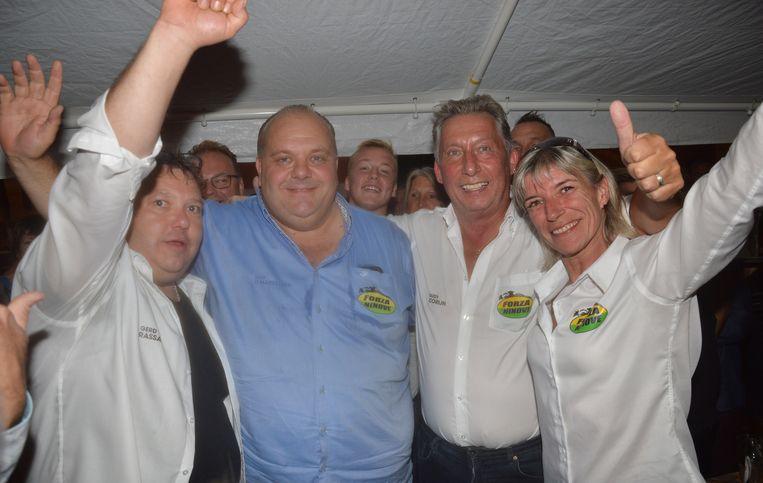 Guy D'haeseleer viert zijn overwinning met zijn partijgenoten van Forza Ninove op de avond van de lokale verkiezingen een jaar geleden.