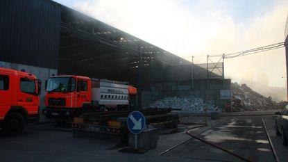 Brandweer uren in de weer met brand in recyclagebedrijf