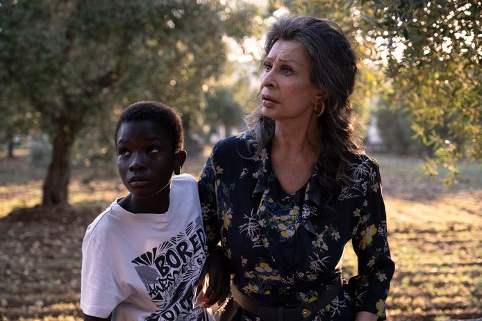 Sophia Loren schittert in 'The Life Ahead' aan de zijde van het jonge talent Ibrahima Gueye.