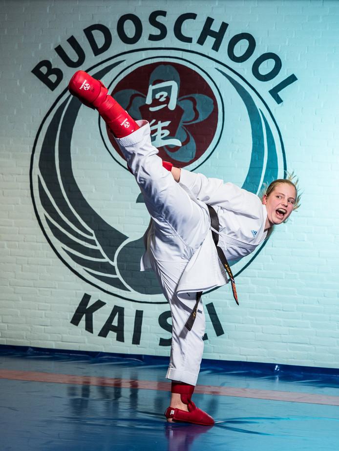 Srah Hagenaar (13 jaar) kateka van Budoschool Kai Sei