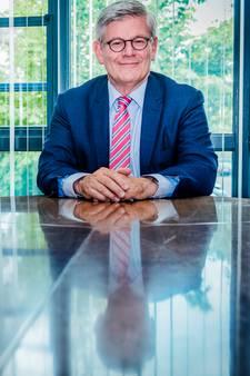 Waarnemend burgemeester Charlie Aptroot laat Wassenaar schieten