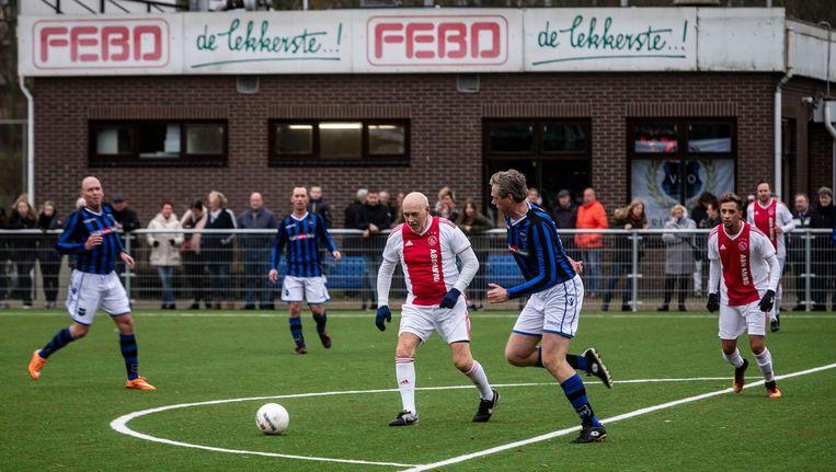 Lucky Ajax trad aan met Leo van Veen (m) en rapper Yes-R (r) Beeld Rink Hof