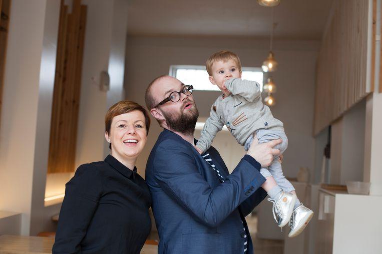 Vilhjalmur Hilmar Sigurdarson en zijn vrouw Joke Michiel met hun zoontje, enkele jaren terug