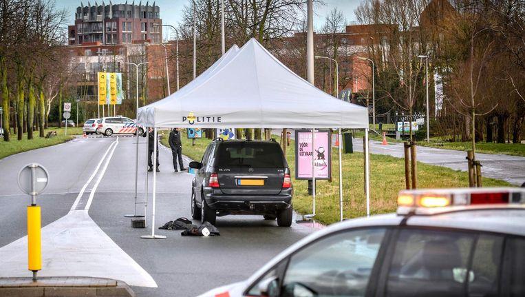 Rechercheonderzoek in Waddinxveen op de plek waar de 39-jarige man bij een confrontatie met agenten om het leven kwam. Beeld anp