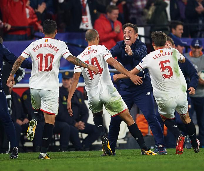 Berizzo viert met zijn spelers de gelijkmaker tegen Liverpool