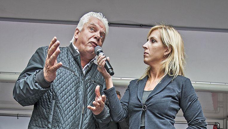 Jan Slagter, de directeur van Omroep MAX, en Lilian Marijnissen bij een demonstratie tegen regeringsbeleid rondom de zorg Beeld Guus Dubbelman / de Volkskrant