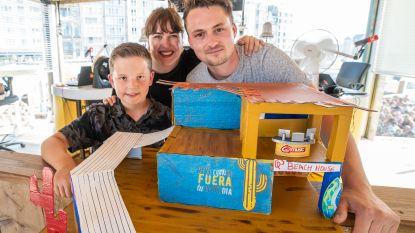 7-jarige bouwt Q-Beach House na, en toont creatie aan presentatoren