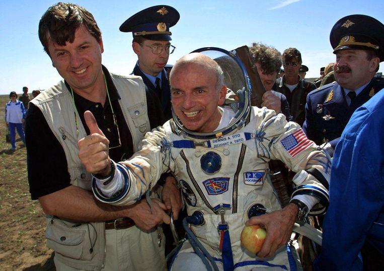 Dennis Tito is weer terug op aarde, mei 2001.  Beeld AFP