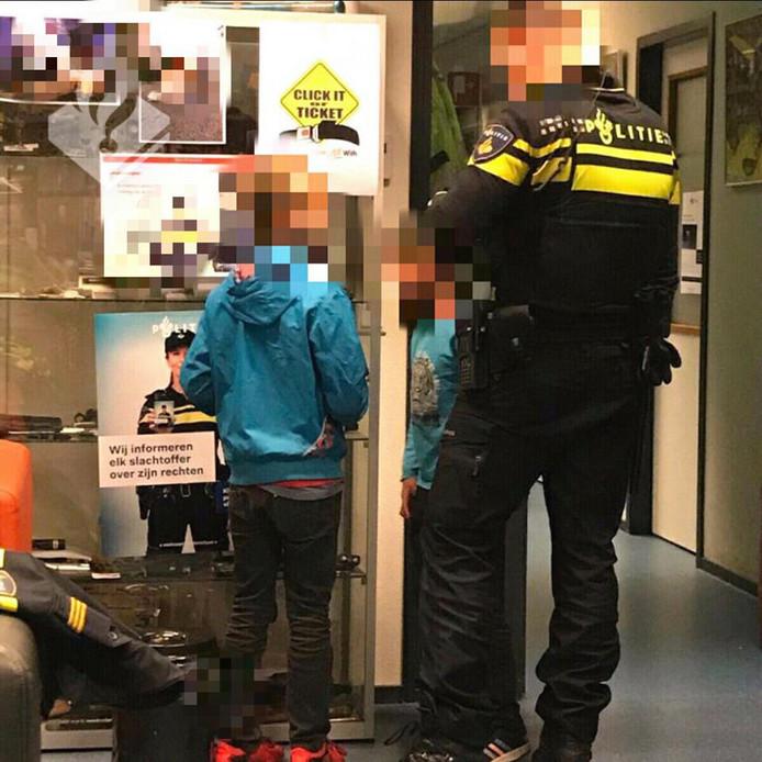 De jongens wilden hun vader in Oost-Nederland opzoeken.