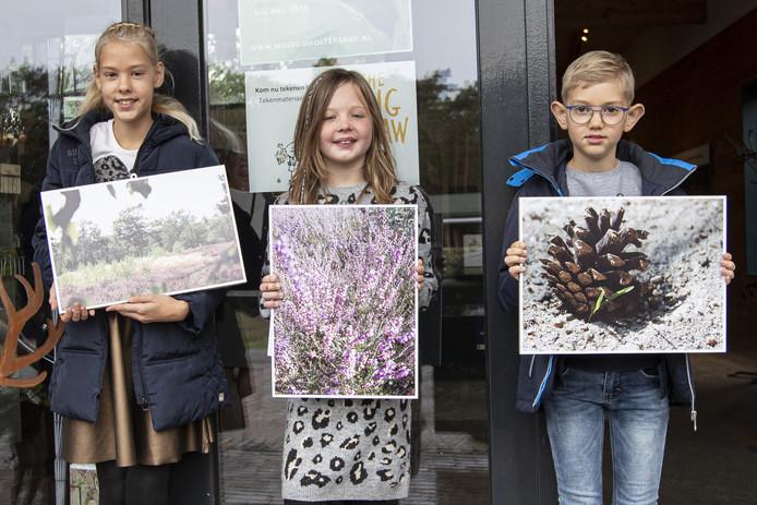 Julia Geitenbeek, Mirthe Mogezomp en Mark Geitenbeek met hun winnende foto's.