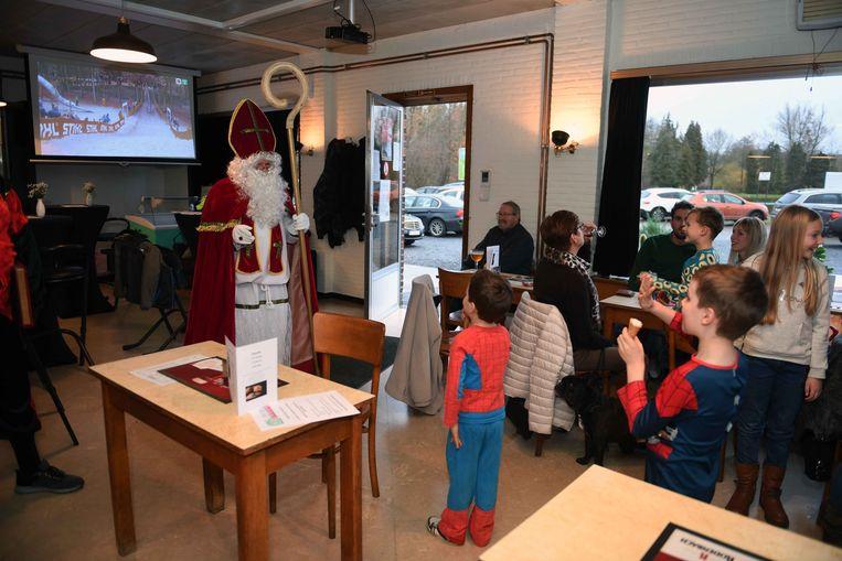 Sinterklaas sprak de kinderen toe in recreatiedomein Blauwmolen.