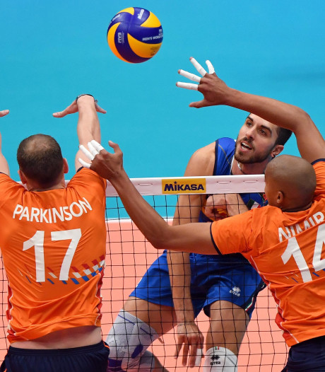 Volleyballers nemen afscheid met nederlaag tegen Italië