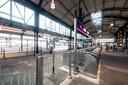 De perrons van station Nijmegen zijn afgesloten vanwege de werkzaamheden aan het spoor.