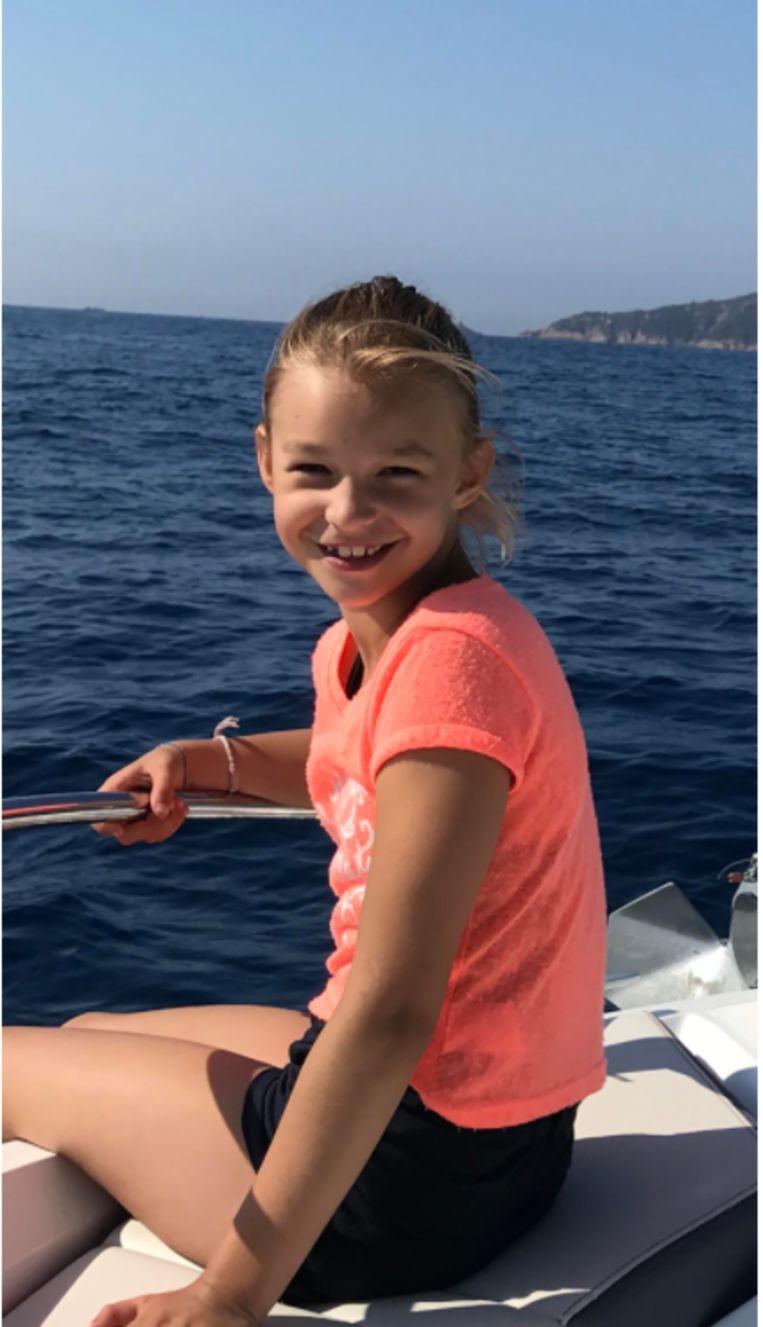 """Amélie zou op 5 december 9 jaar worden. """"Ze had altijd een betoverende glimlach"""", vertelt haar papa."""