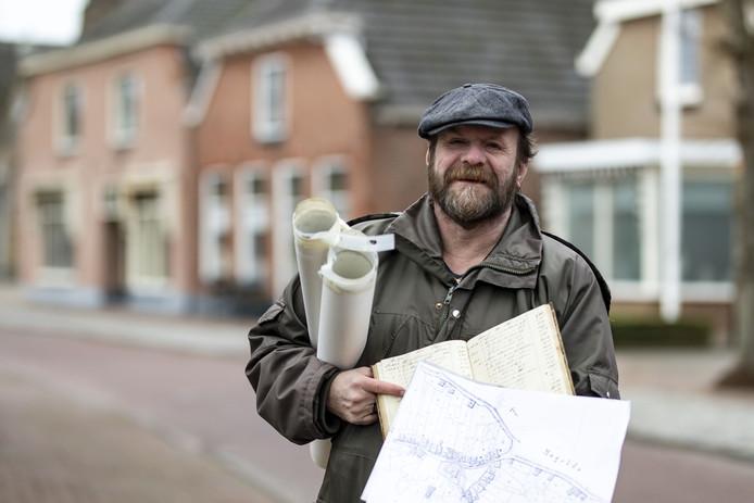 Dick de Ruiter heeft gegevens van alle huizen in Den Ham verzameld in het boek Hammer Huizen. Hij heeft van een deel van de bewoners alleen nog toestemming nodig om hun woning te vermelden.