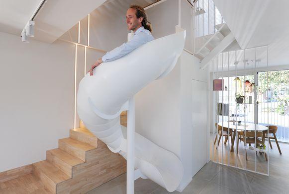 Bij architectenkantoor Aabbeele in Buggenhout komt het personeel met een glijbaan naar beneden.