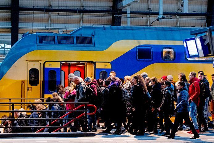 Reizigers gaan vanaf 6 september elke woensdag testen of het lukt om zes in plaats van vier treinen over het spoor te jagen.