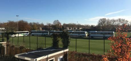 Bussen  klaar voor vertrek naar Enschede