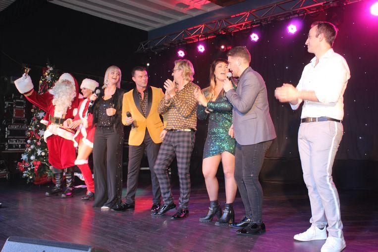 Het kerstalbum werd voorgesteld met een grote show in zaal Europa in Parike.