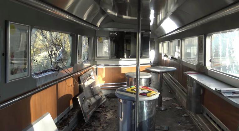 Een van de buffetwagens in de trein.