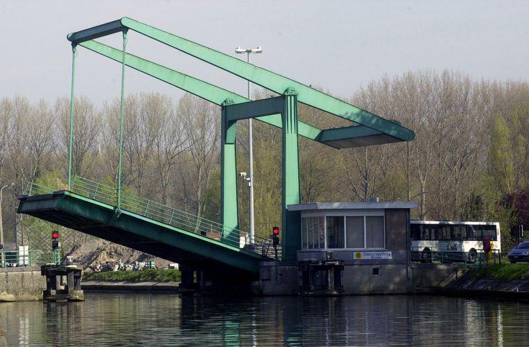 De dealer was aan het vissen in Steenbrugge, toen hij werd opgemerkt door de politie.