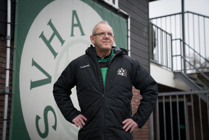 Actief zijn voor je voetbalclub zit Cor van Vlaanderen uit Andelst in de genen.