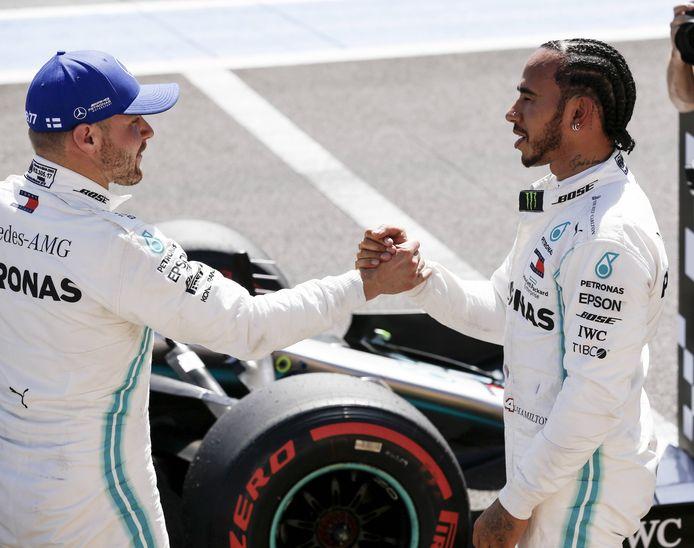 Valtteri Bottas (links) en Lewis Hamilton.