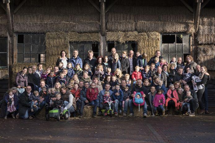 Yvon Jaspers ging een paar jaar geleden op de foto met een heleboel oud-deelnemers en hun kinderen