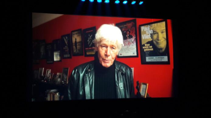 Paul van Vliet sprak het Osse publiek toe vanaf video.