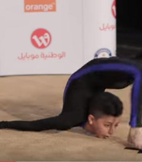 13-jarige verbreekt wereldrecord 'rond je eigen hoofd lopen'