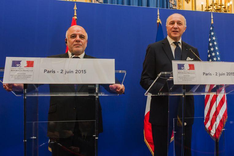De Iraakse premier Haider al-Abadi en de Franse minister van Buitenlandse Zaken Laurent Fabius. Beeld ap