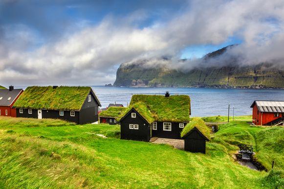 Het dorpje Mikladalur op de Faeröer-eilanden