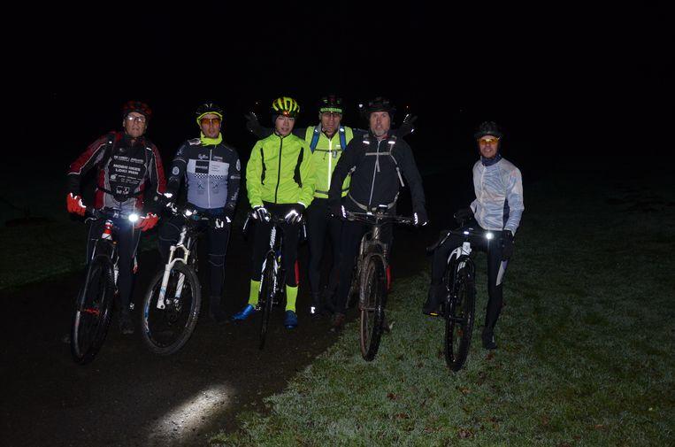 Moutainbikeclub De Trotinetten trekt er wekelijks op uit voor een avondrit tijdens de donkerste weken van het jaar.