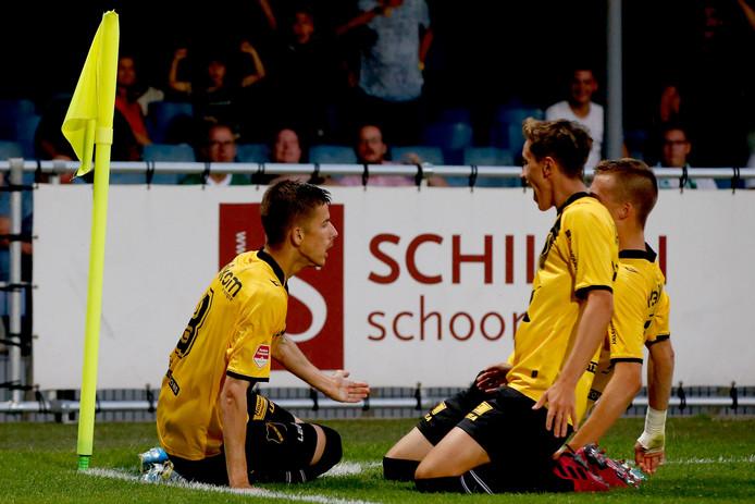 Luka Ilic , Jordan van der Gaag en Andrija Filipovic vieren de 0-2 van NAC vrijdag in Dordrecht.