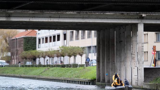 Politie vist stoffelijk overschot uit kanaal