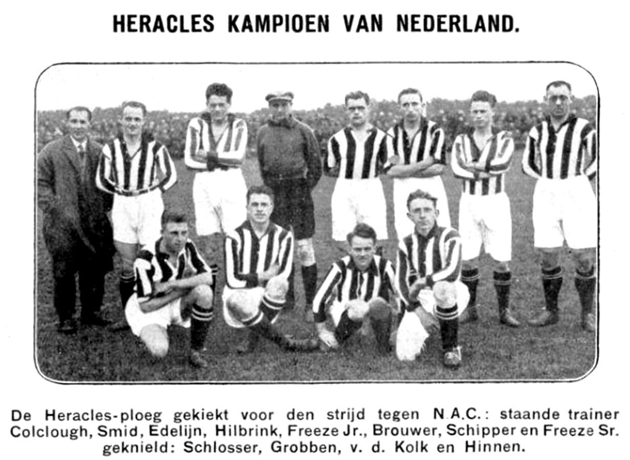 De kampioensploeg van Heracles in 1927, links trainer Horace Colglough.