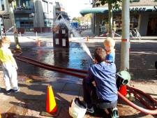 Brand en aanhoudingen op het Julianaplein