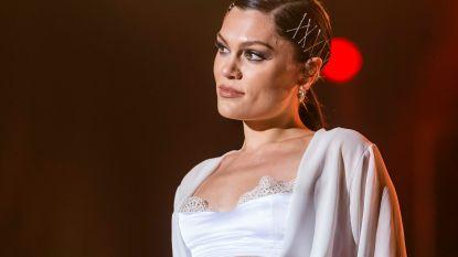 Jessie J snoert presentator de mond om vragen naar Channing Tatum