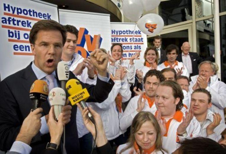 VVD-lijsttrekker Mark Rutte verricht dinsdag op de Grote Markt in Den Bosch de aftrap voor de verkiezingscampagne van de liberalen. ANP Beeld