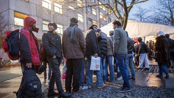 Vluchtelingen schuiven aan voor registratie in Berlijn, december 2015.